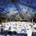 Beleuchtung und Dekoration in Zelt für Hochzeit mieten