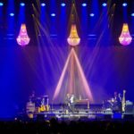 Band Brings Konzert mit Kronleuchter