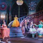 Dekoration Beauty & the Beast Musical mit Kronleuchter