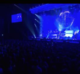 Chandelier Rental Concert Caro Emerald 270x250